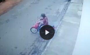 Procura - se motoqueira